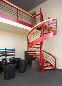 Metaallakwerk bij trappenmaker krijgt kwaliteitsboost